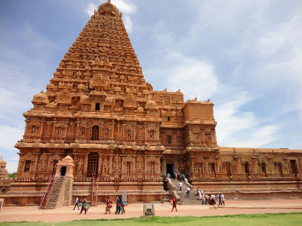 brihadeeswara temple essay Thanjavur temple is one of the most spectacular pieces of indian architecture and holy  brihadeeswara temple architecture  essay on brahmagupta mathematician.