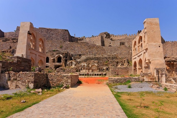 10 sentence about golconda fort
